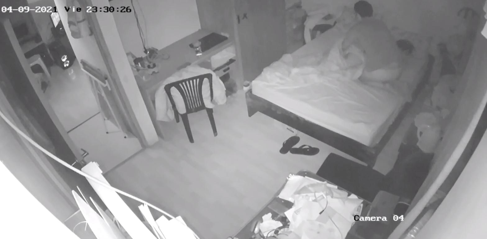 Скрытая видеокамера в сельском туалете